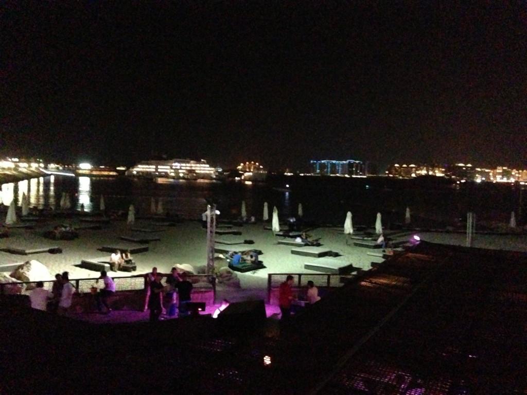 Barasti Beach bei Nacht